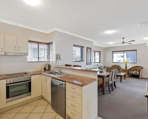 1-2-bedroom-mooloolaba-accommodation-301-1