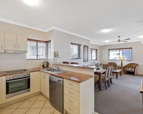 1-2-bedroom-mooloolaba-accommodation-301-1