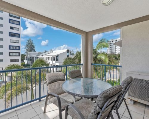 1-2-bedroom-mooloolaba-accommodation-301-2