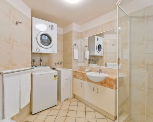 1-2-bedroom-mooloolaba-accommodation-301-3