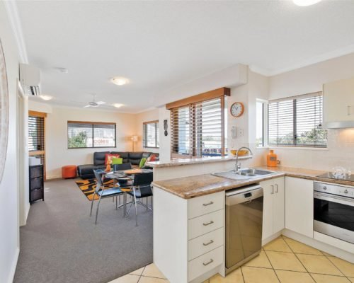 1-2-bedroom-mooloolaba-accommodation-305-1