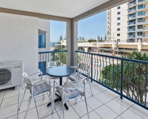 1-2-bedroom-mooloolaba-accommodation-305-12