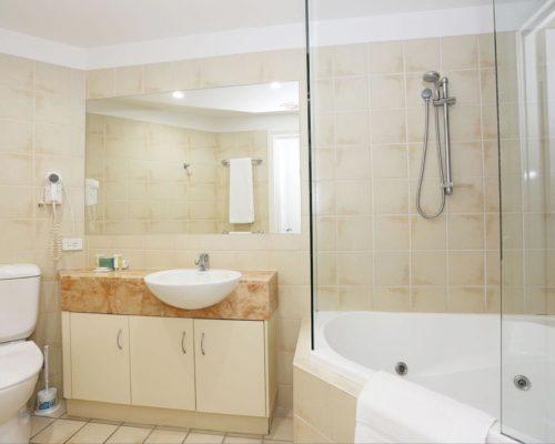 1-2-bedroom-mooloolaba-accommodation-401-1