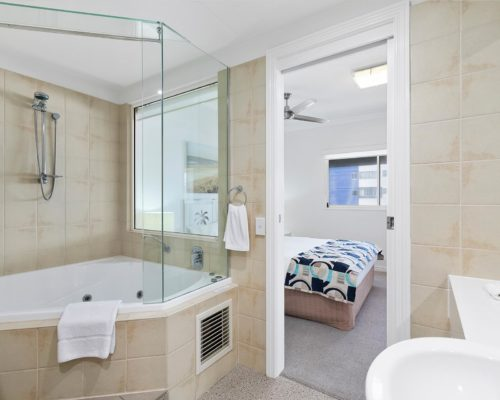 1-2-bedroom-ocean-view-mooloolaba-502-12