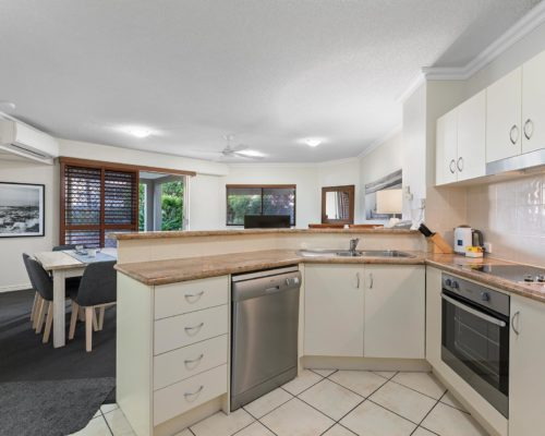 2-bedroom-ground-floor-mooloolaba-accommodation-102-1