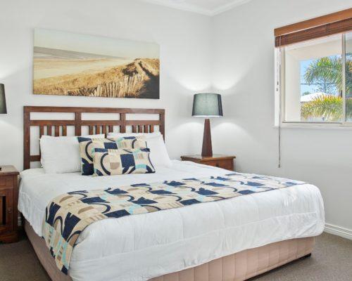 raffles-mooloolaba-202-master-bedroom
